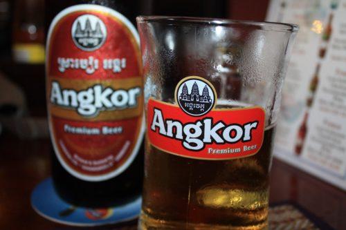 Das beliebte Angkor Bier kostet nicht viel.