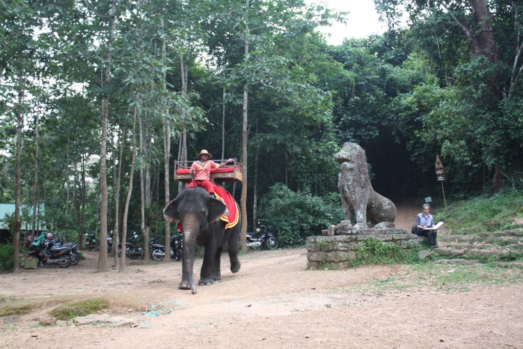 Mit dem Elefant durch Angkor Wat? Ganz wie früher die Franzosen, als sie Angkor Wat entdeckten.