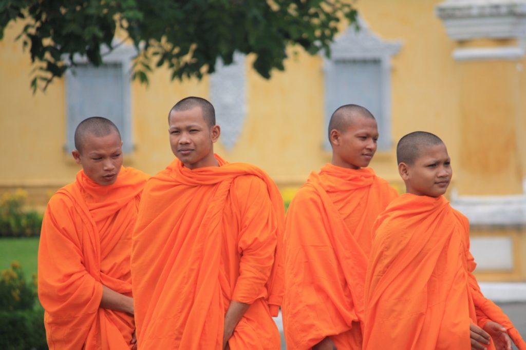 Auch die Mönche verbringen gerne ihre Zeit im Königspalast.