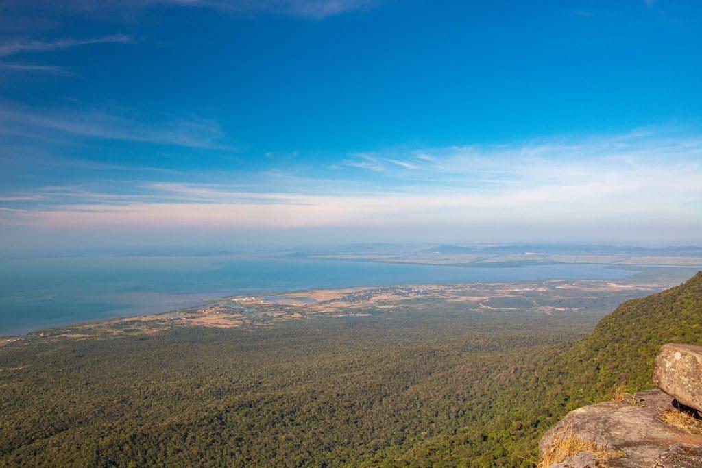 In unmittelbarer Nähe der Stadt Kampot befindet sich der Bokor-Nationalpark.