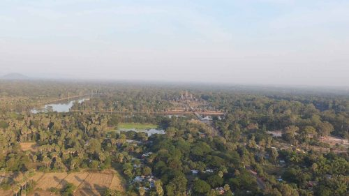 Angkor Wat aus dem Ballon heraus fotografiert mit normaler Fotokamera ohne Zoom.