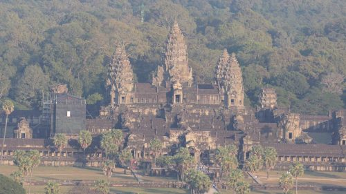 Angkor Wat aus dem Ballon heraus fotografiert mit großem Telobjektiv.