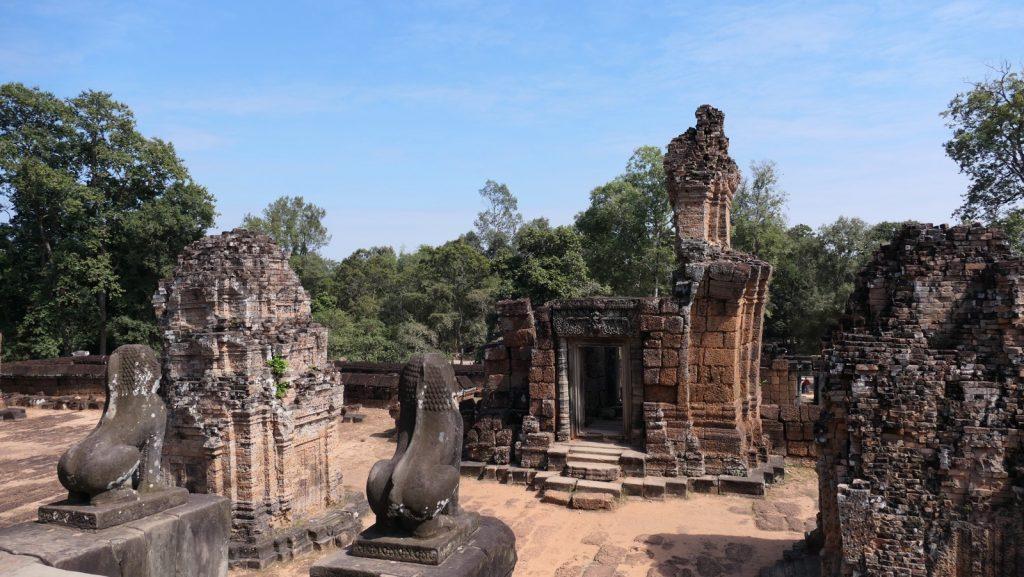 Der East Mebon in Angkor Wat - die 2.Ebene mit den Löwen als Wächter.