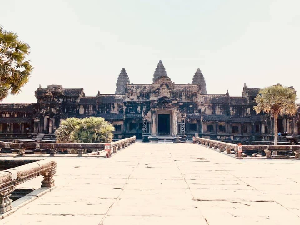 Der Angkor Wat Tempel am West-Eingang - keine Menschenseele zu sehen!