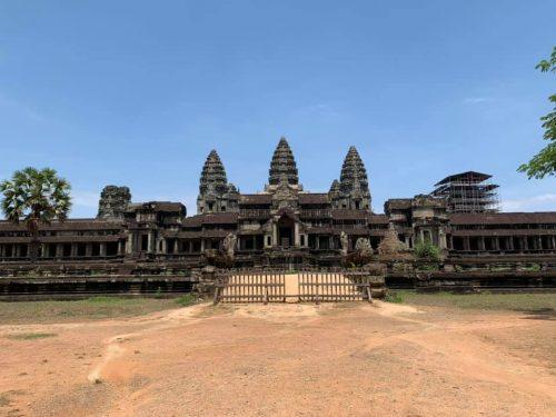 Der Angkor Wat Tempel am Ost-Eingang - keine Menschenseele zu sehen!