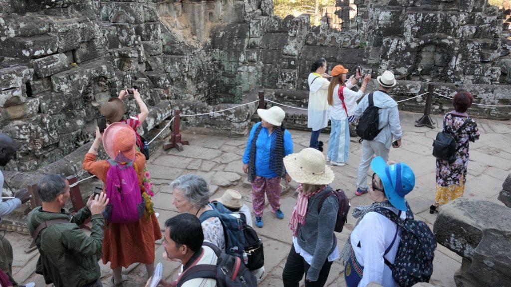 Später Vormittag im Bayon Tempel - viele Touristen!
